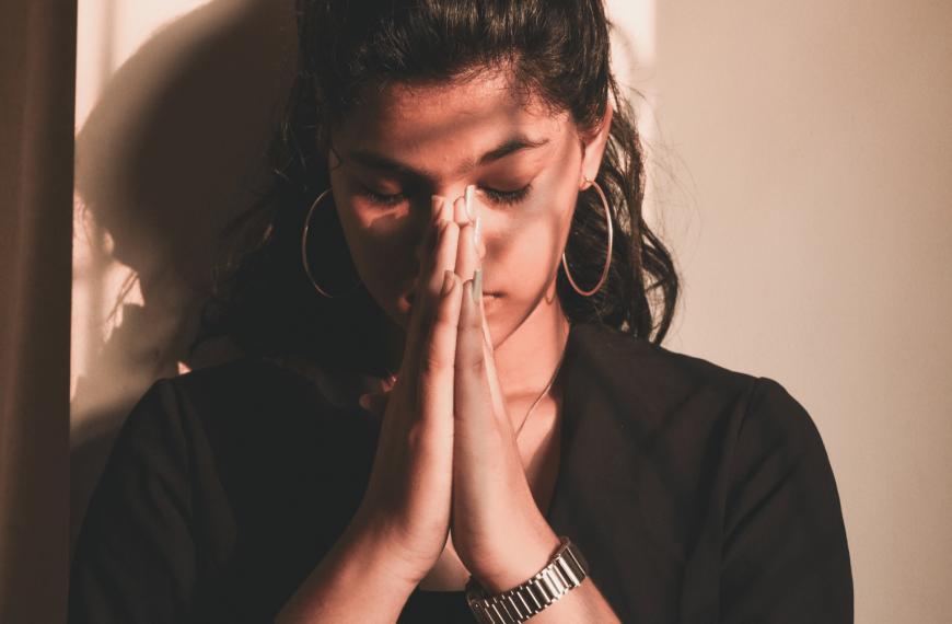 Uważaj na te zagrożenia podczas modlitwy!